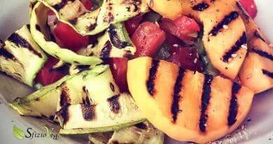 pesche grigliate e verdure di stagione
