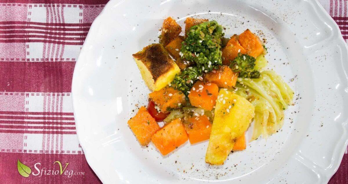 Verdure al forno saporite con patate