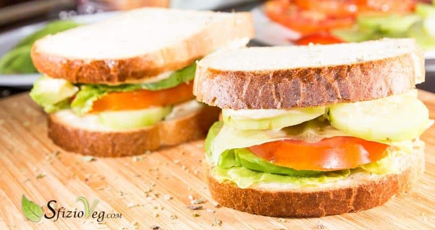 sandwich vegan con avocado