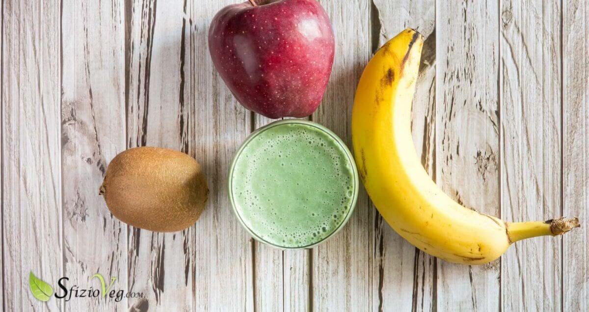 Frullato di mele kiwi e banane con alga spirulina 4