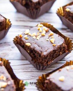 Brownies vegan con granella di nocciole